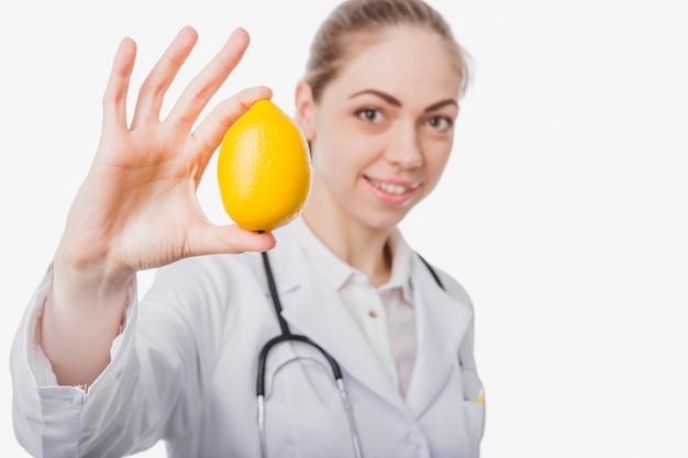 Specialista dietetico abbastanza con limone