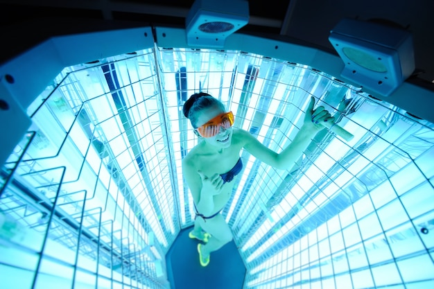 Pretty girl on the surface of the device for the treatment of light. phototherapy
