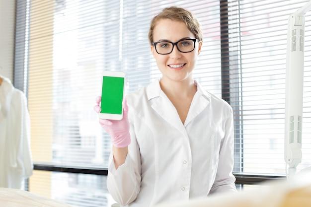 현대 스마트 폰으로 예쁜 의사