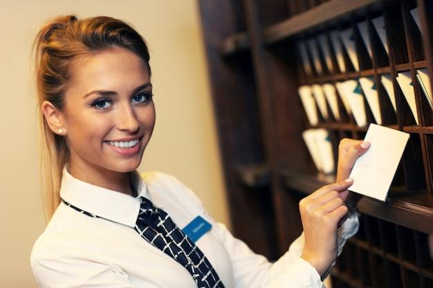 Симпатичная регистратор на работе