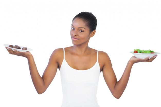 Довольно женщина, решившая съесть здоровую или нет