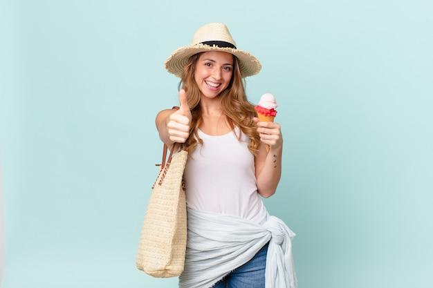 誇らしげに感じ、親指を立ててポジティブに微笑むきれいな女性。夏のコンセプト