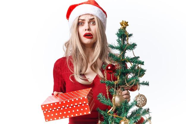 きれいな女性のギフトの休日の装飾のクリスマスの楽しみ