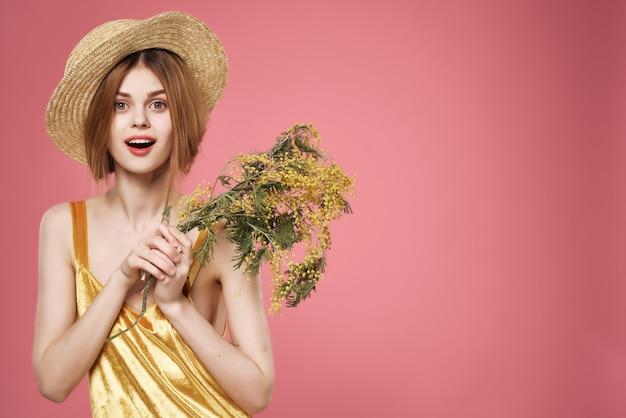 예쁜 여자 황금 드레스 꽃 로맨스 여름 분위기 장식