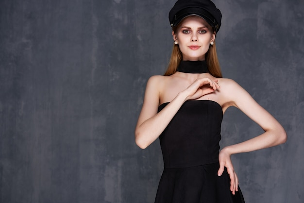 ファッション服黒のドレスグラマーライフスタイルのきれいな女性。高品質の写真
