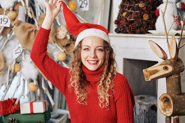 サンタ帽子のきれいな女性