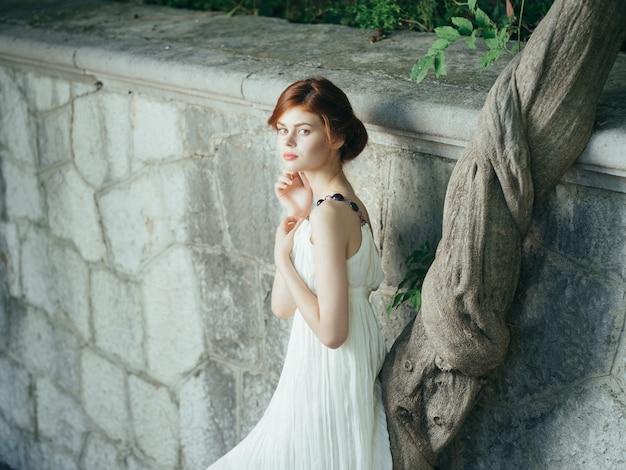 白いドレスのきれいな女性ファッション装飾エレガントなスタイルの神話