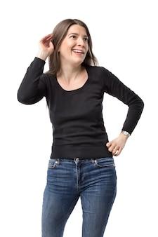 不信の表現でマラーキーを聞いているきれいな女性。