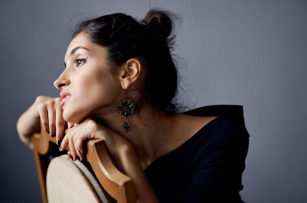 きれいな女性のポーズモデル魅力的な外観の装飾笑顔ライフスタイルスタジオ