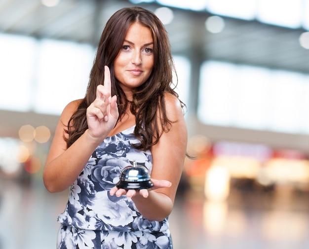 Ringbellを押してきれいな女性