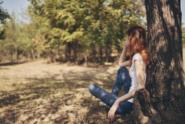 시골 자연 라이프 스타일 여름에 예쁜 여자 휴식
