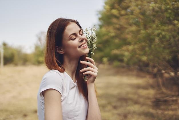 きれいな女性旅行休暇植物太陽の自由の旅