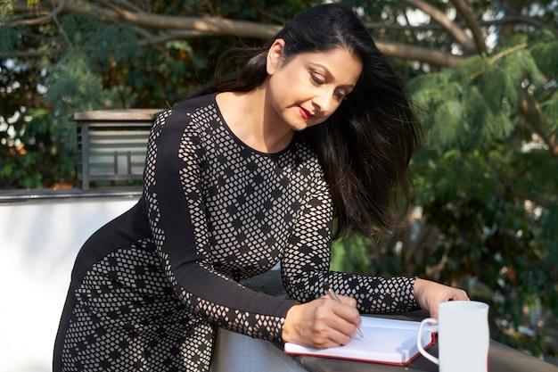 日記で書いてきれいな女性