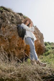 一人旅のかなり若い女性
