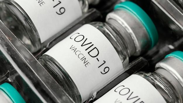Ассортимент флаконов с профилактической вакциной против коронавируса