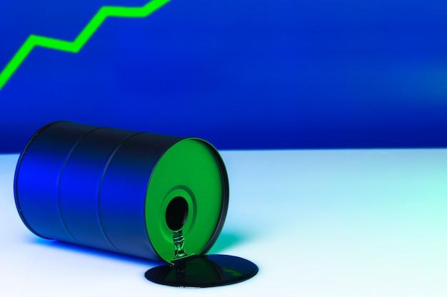 Цена на американскую нефть меняет концепцию. черная бочка с маслом и графикой