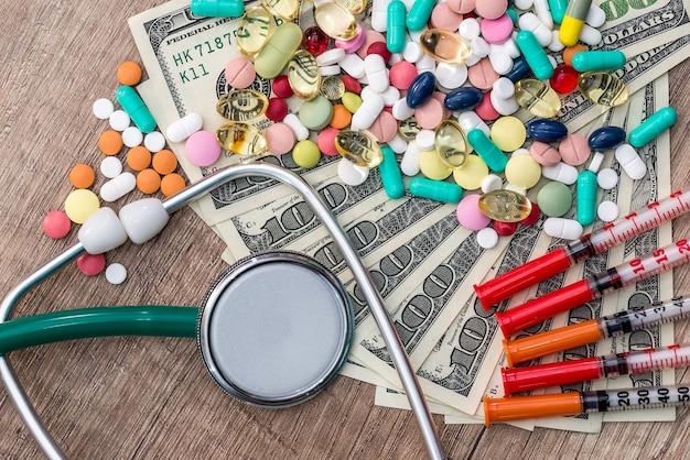 健康、錠剤、注射器、聴診器の価格