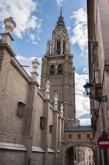 The primate cathedral of saint mary of toledo, gothic cathedral of toledo, spain Premium Photo