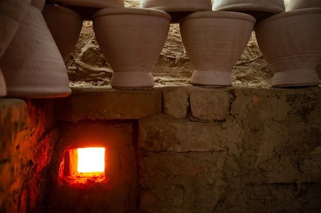 原始技術、シロアリ粘土窯。