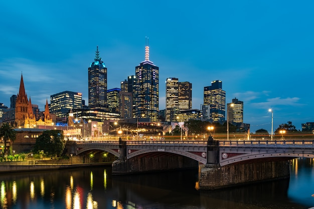 Princes bridge and city buildings on the yarra river in melbourne, australia in the evening