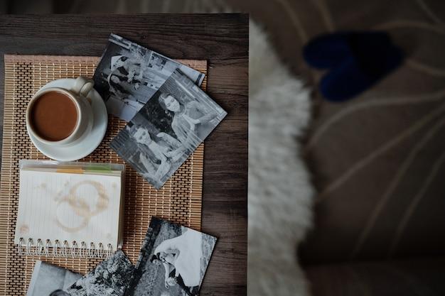 印刷された写真とコーヒー