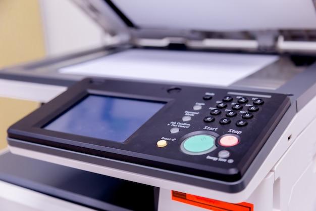 オフィスのプリンタースキャナーレーザーコピー機用品。