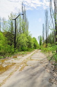 Pripyat, 우크라이나. 우크라이나의 체르노빌 제외 구역에 버려진 pripyat 도시의 도시 거리.