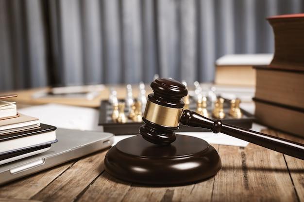 변호사, 판사 및 기타 개인 사무소