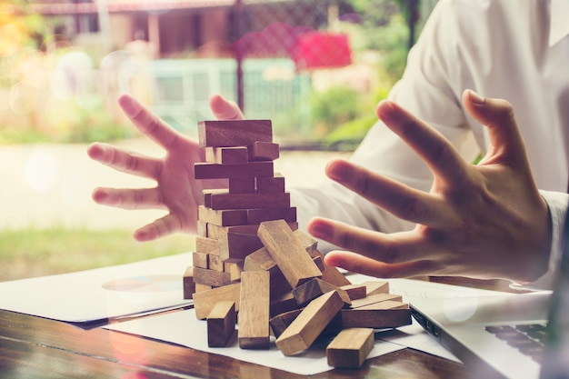 Problem solving,business can't stop effect of dominoes