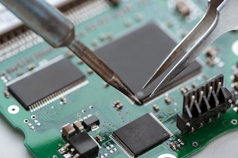 Process of assembling elements on computer motherboard