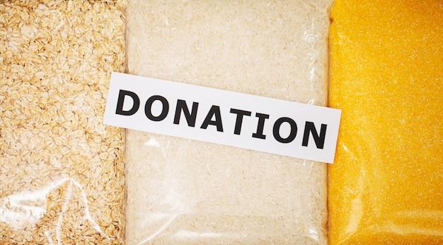 Пожертвования продукта для нуждающихся людей