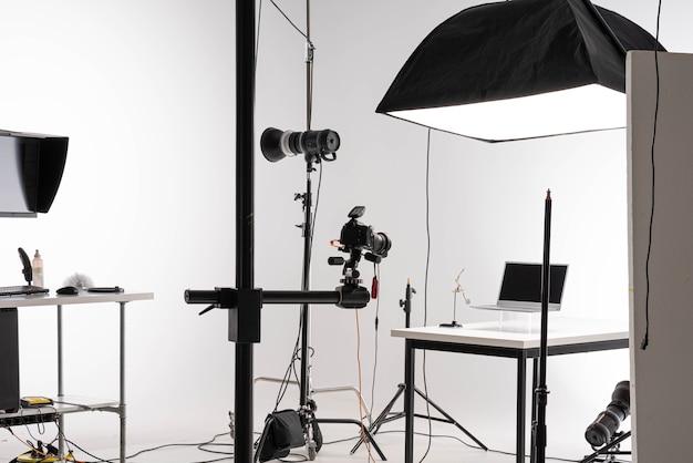 전문 사진 스튜디오에서 제품 촬영 세션. 고품질 사진