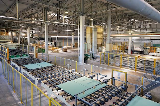 Линия по производству гипсокартона для строительства завода по производству строительных материалов.