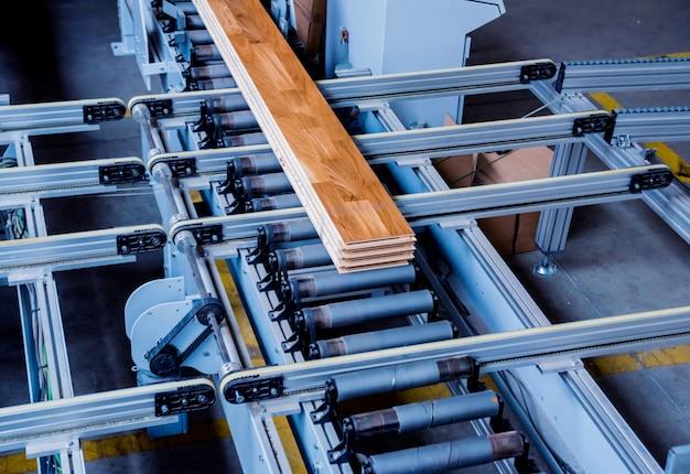 Производственная линия завода деревянных полов. деревообрабатывающий станок с чпу.
