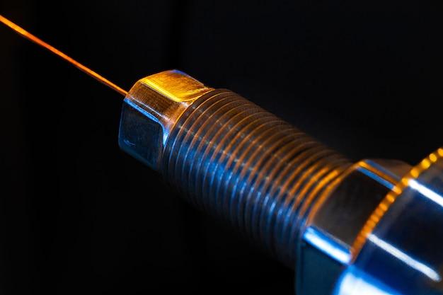Производство кабельной проволоки на кабельном заводе крупным планом