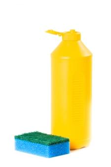 Продукты для уборки на белом фоне