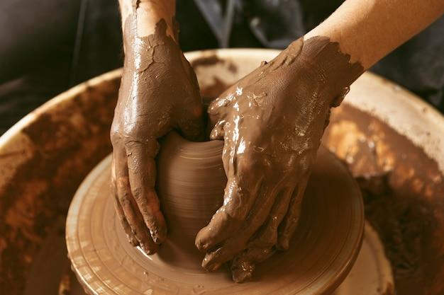 Professional artisan job at the workshop