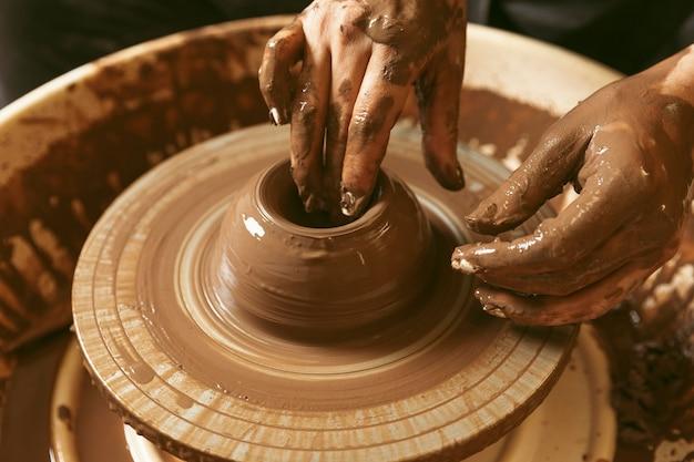 Lavoro artigianale professionale in officina