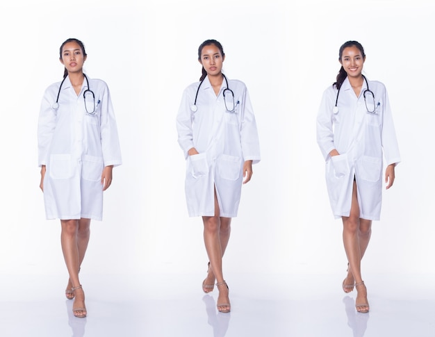 ラボコートの制服を着たプロのアジアの美しい医師の看護師の女性は、笑顔で医療病院を歩き、白い背景のスタジオ照明、コラージュグループパックの全長