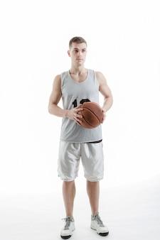 프로 농구 선수 공 포즈