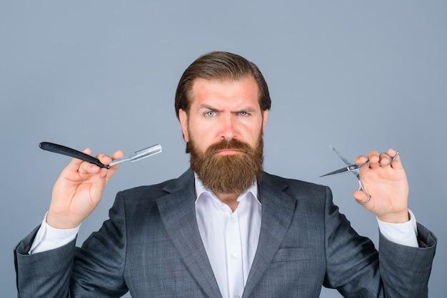 전문 수염 관리 이발사 면도기 가위 이발소 살롱 남성용 이발소 수염 난 남자