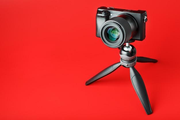 三脚にプロ用カメラ