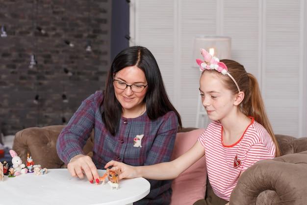 10代の少女とプロの子供の心理学者