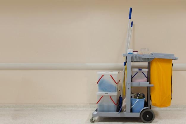 病院内の専門クリーニングカート