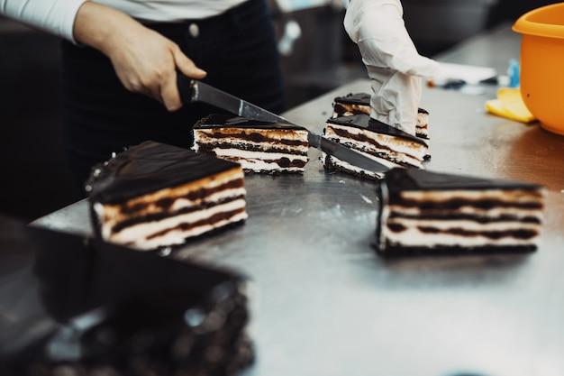美味しいお菓子作りやデコレーションを手がけるプロのお菓子屋さん。