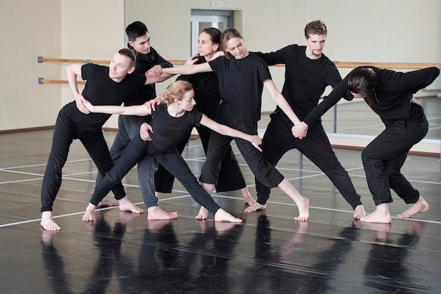 Professional contemporary dancers rehearsal