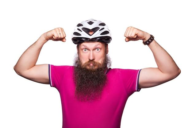 プロのサイクリストは安全のためにヘルメットを着用します