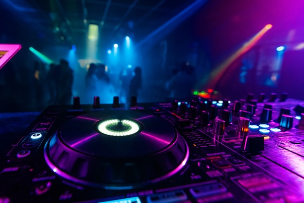 Professional dj controller for mixing electronic music