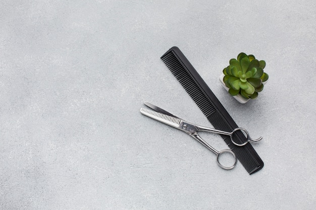 Профессиональные парикмахерские ножницы копией пространства