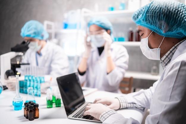 Профессиональные исследователи здравоохранения, ученый, работающий в лаборатории медицинских наук, научных технологий в области медицины, химии или биологии, тестовых экспериментов для врача в больнице